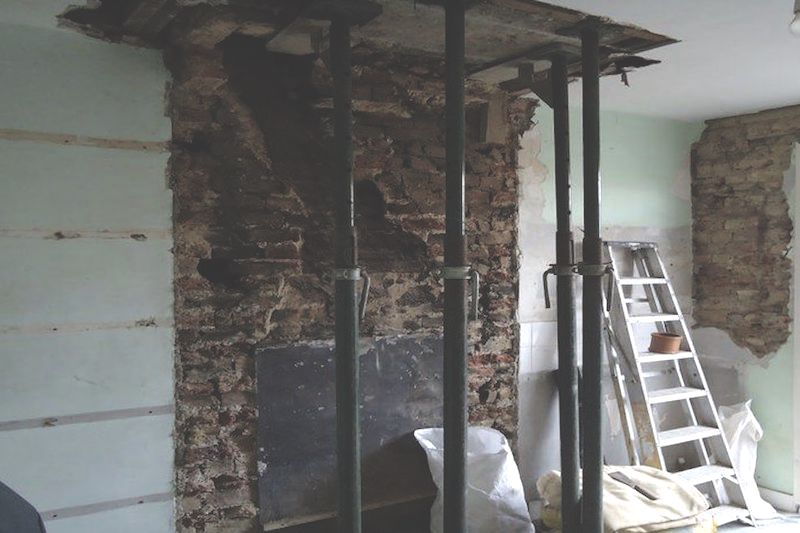 Chimney Breast Support